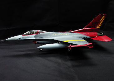 AVION F-16, USAF 302nd FS Tuskegee Airmen, 1:72, Witty Wings