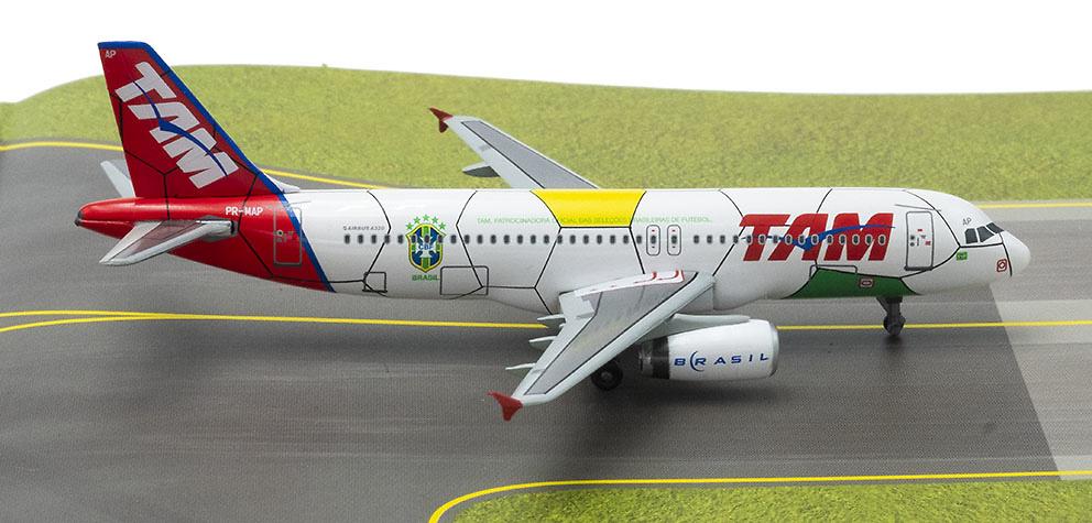 Airbus A320, TAM Linhas Aéreas, con pista de aterrizaje, 1:400, Dragon Wings