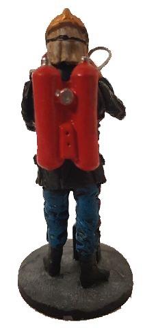 Bombero con traje ignifugo y escafandra respiratoria, Paris, 1910, 1:30, Del Prado