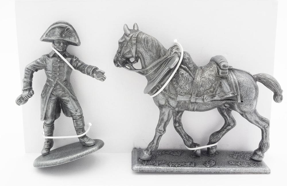 Caballo de Tiro de la Artillería del Frente Izquierdo, Arnés para Caballo, Lacayo de la Casa Imperial, 1:24, Atlas Editions