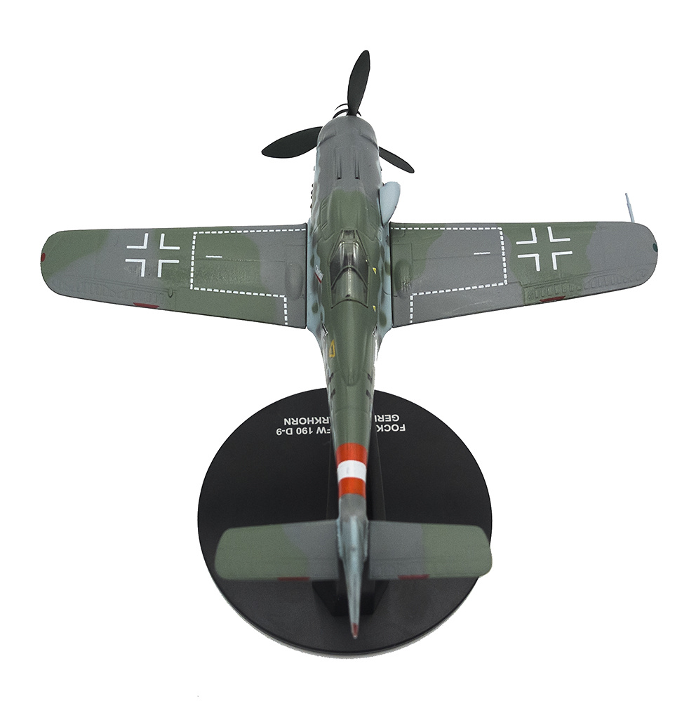Foicke Wulf FW-190 D-9, piloto Gerhard Barkhorn, 1945, 1:72, Atlas