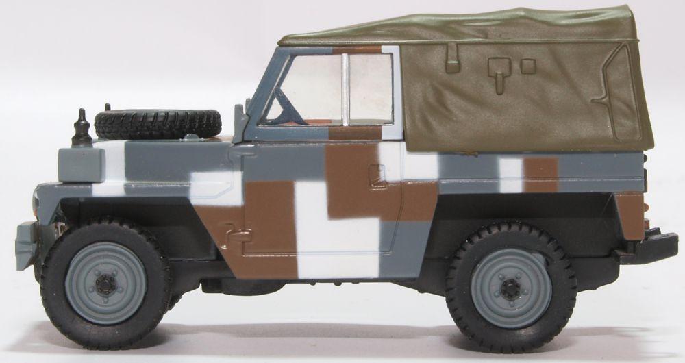 Land Rover con techo de lona, patrón esquema Berlín, 1:43, Oxford