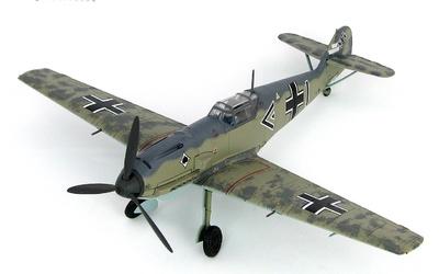 """BF 109E-3 """"Werner Molders"""" Gruppenkommandeur of III./JG 53,  Mayo, 1940, 1:48, Hobby Master"""