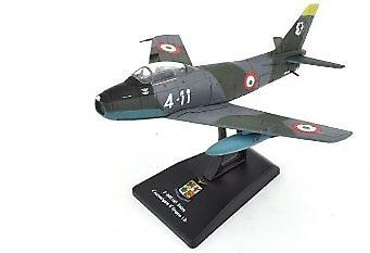 F-86 E (M) Sabre, 4º Aerobrigata 9º Gruppo I.D., Aviación Militar Italiana, 1:100, RCS Libri