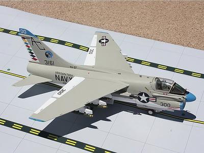LTV A-7E Corsair II, US Navy RAGIN BULLS, Strike Sqn 37, 1:72, Gemini Aces