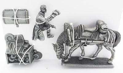 Lacayo de la Casa Imperial, Caballo de Tiro Montado Portando el Equipaje de Napoleón, Cofre de Cuero con Vajilla del Emperador1:24, Atlas Editions