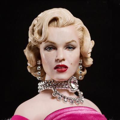 """Marilyn Monroe, vestido rosa en """"Los caballeros las prefieren rubias"""", 1:6, Star Ace"""