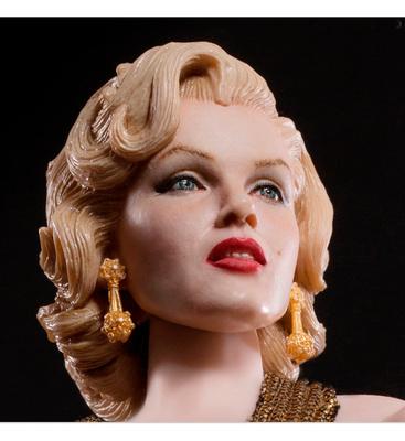 """Marilyn Monroe con vestido dorado, en """"Los caballeros las prefieren rubias"""", 1:6, Star Ace"""