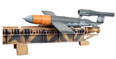 Misil Fieseler V-1 Doodlebug con rampa de lanzamiento, 1945, Alemania, 1:72, Modelcollect