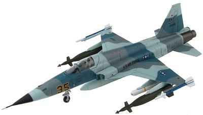 """Northrop F-5E, 527th. Alconbury AB, England """"Grape"""", 1:72, Hobby Master"""