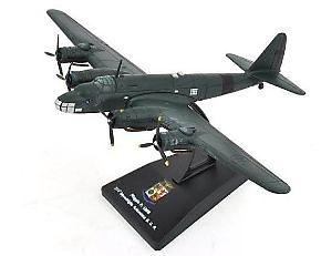 Piaggio P.108B, 274th Autonomous Squadriglia, Italian Military Aviation, 1: 200, RCS Libri