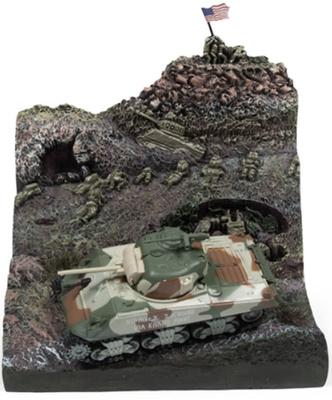 "Sherman M4A3 ""Iwo Jima"" más diorama de ladera, 2ª G.M., 1/100, Johnny Lightning"