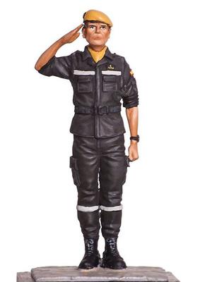 Soldado de la Unidad Militar de Emergencias UME, 75 m.m.