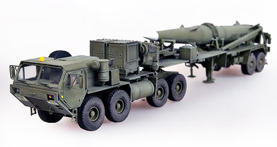 Truck M983 Hemtt tractor with Missile Pershing II, U.S. Army, 1:72, Modelcollect